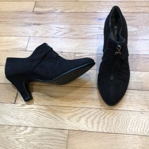 Naturalizer black Ankle Booties size 6, LIKE NEW!!
